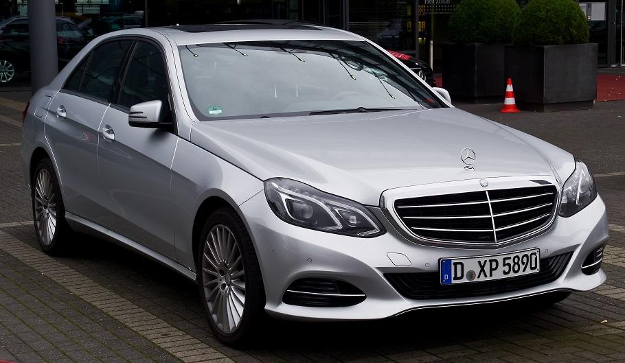 Mercedes-Benz_E_220_